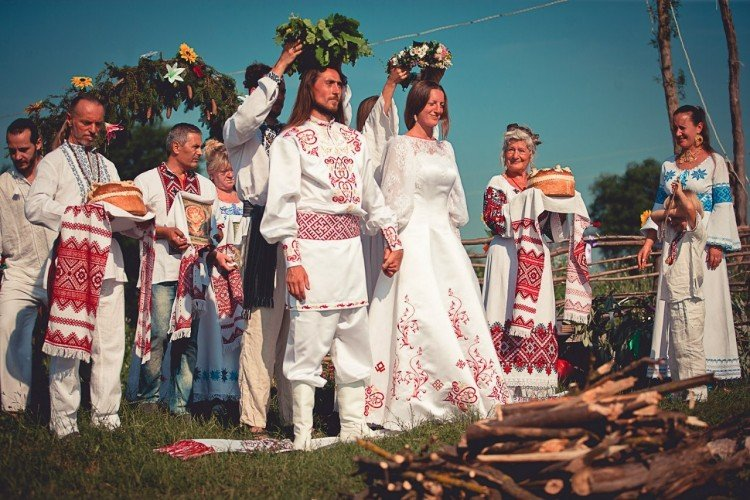 Slavic wedding: description, traditions, customs, dresses of the bride and groom, decoration of the hall and table